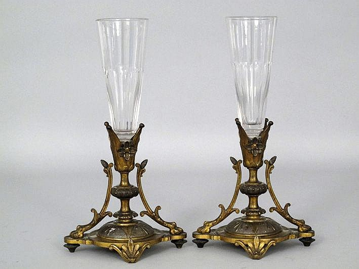Paar (§) negentiende-eeuwse vaasjes in kleurloos