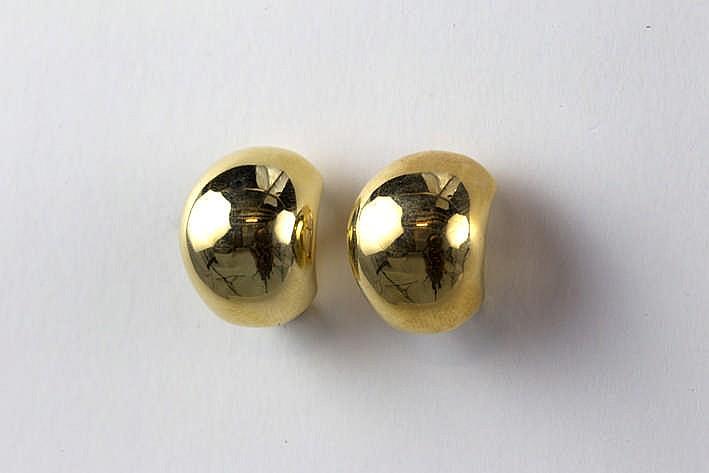 Paar oorbellen met een sierstuk met bolle organische vorm in geelgoud (18 karaat) - 7 7 gram