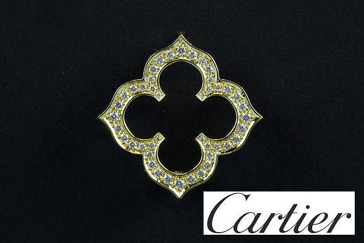 CARTIER broche in geelgoud (18 karaat) met een band bezet met ca 0 90 karaat blauwwitte (F) loepzuivere/Vvs kwaliteitsbriljant getekend