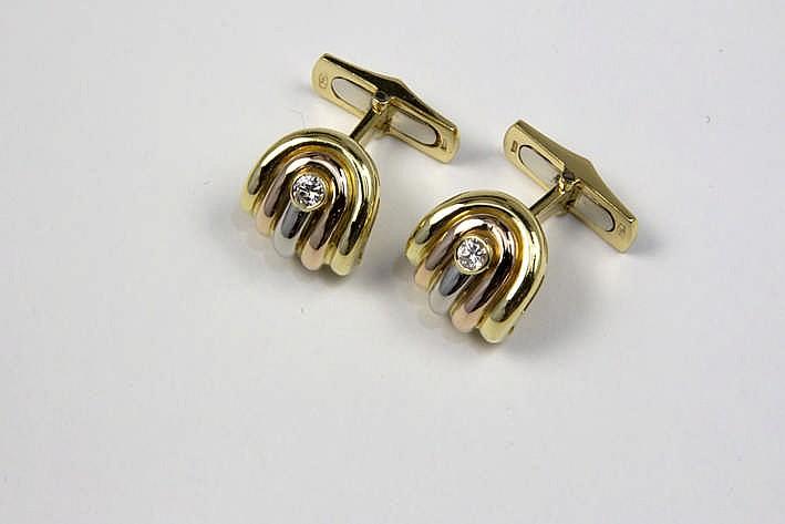 Paar manchetteknopen met een model in Cartier-stijl in roos wit en geelgoud (18 karaat) en bezet met ca 0 25 karaat blauwwitte (D/E) kwaliteitsbriljant (Vvs/Vs) - 13 gram