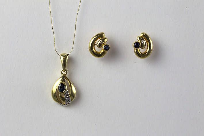 Set van een oorbellen en een pendatief in geelgoud (18 karaat) bezet met saffier en briljant