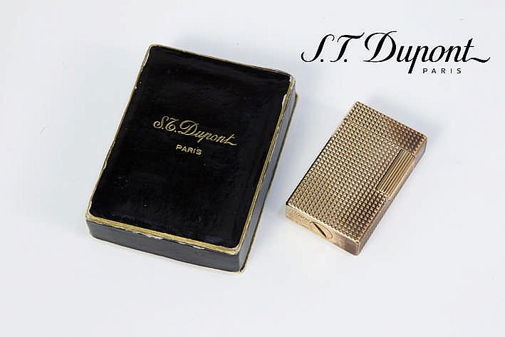 DUPONT aansteker met typisch model in vermeil - met originele doos en papieren gemerkt
