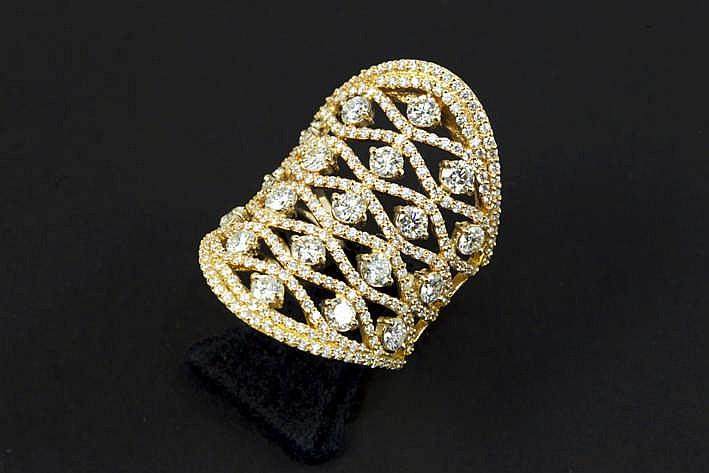 Zeer mooie en klassevolle modieuze ring in roos geelgoud (18 karaat) met een sierstuk met open rasterwerk bezet met ca 3 50 karaat blauwwitte (D/E/F) kwaliteitsbriljant (Vvs/Vs) - 9 5 gram