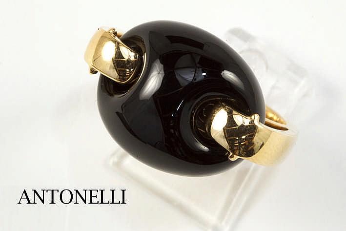 ANTONELLI modieuze ring in roos goud (18 karaat) met een uitneembare (met een andere steen verwisselbare) onyx met een gesculpteerde knoopvorm getekend