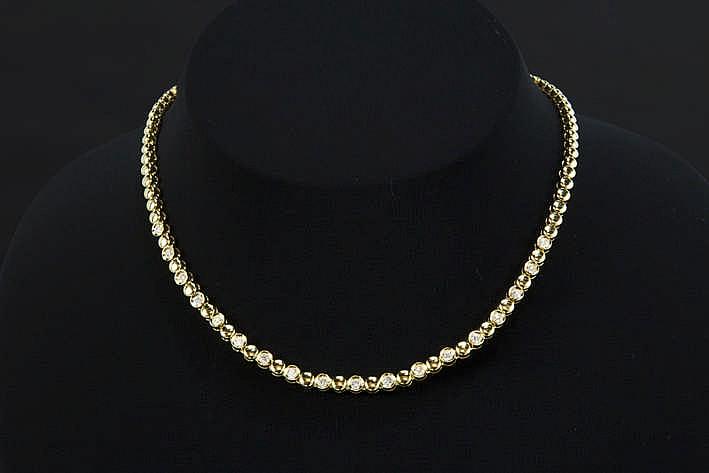 Mooi collier met rondom ronde schakels in geelgoud (18 karaat) sommige bezet met briljant - in totaal : ca 1 karaat blauwwitte (D/E) kwaliteitsbriljant (Vvs/Vs) - 33 9 gram