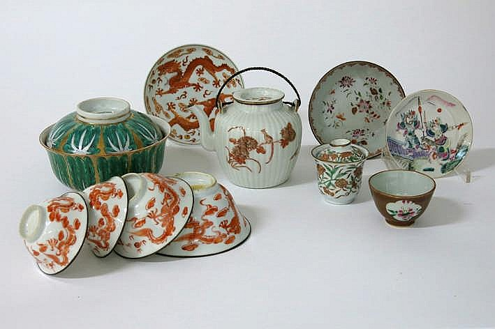 Lot (13) Chinees porselein met polychroom decor