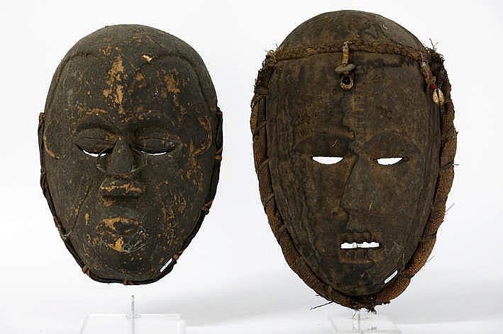 Lot van twee Afrikaanse maskers in hout - hoogtes : 30 5 en 34 5 cm