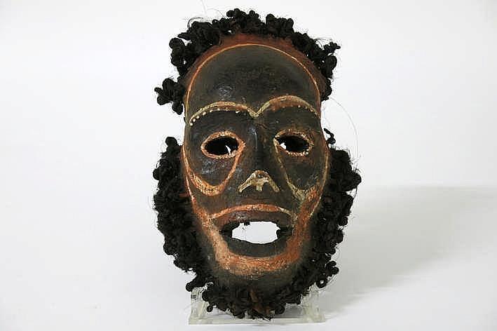PAPOEASIE NIEUW - GUINEA /NIEUW-BRITTANIË - MIDDEN 20° EEUW sculptuur eigenlijk een schedelmasker gerealiseerd in been vegetale vezels haar en pigmenten - hoogte : 24 cm sinds 2000 in een Franse collectie (Parijs) ref : collectie van André Breton