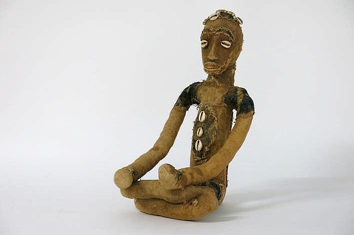AFRIKA - MALI goed krachtbeeld van de Sénufo gemaakt uit lokaal katoen en versierd met schelpjes - hoogte : 44 cm