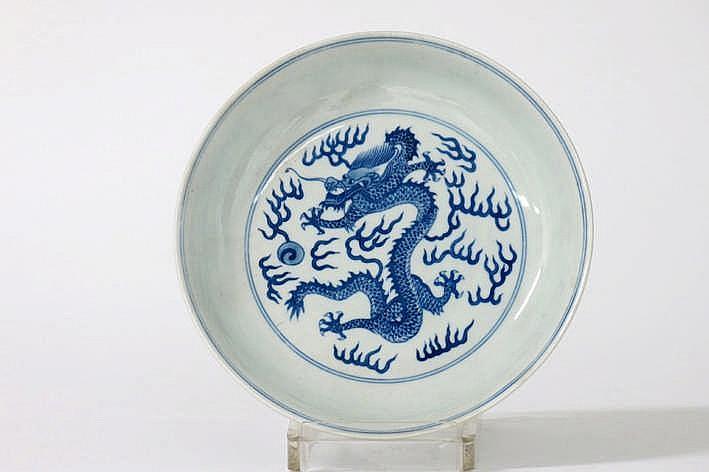 Chinese ronde schaal in gemerkt porselein met een blauwwit drakendecor - diameter : 17 9 cm