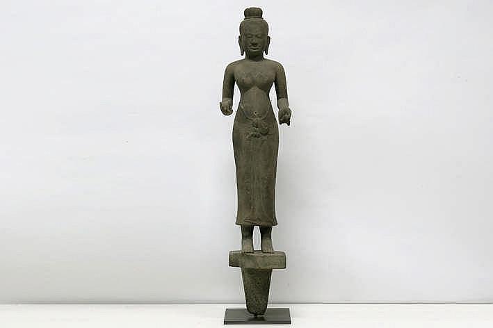 CAMBODJA - ANGKOR-PERIODE - 9° EEUW (?) sculptuur in Baphuan-stijl :