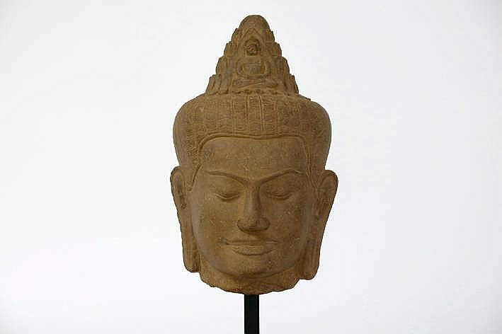 CAMBODJA - ANGKOR-PERIODE - VROEG 13° EEUW (?) Khmer-sculptuur in Bayon-stijl :