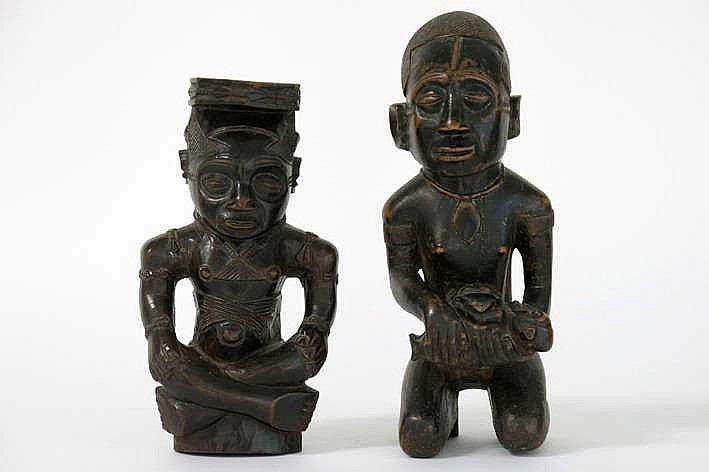 Lot van twee Afrikaanse houtsculpturen - hoogtes : 25 5 en 30 cm