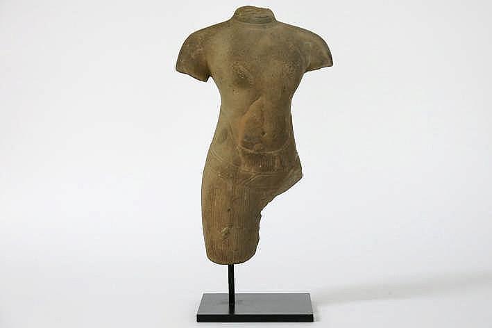 CAMBODJA - ANGKOR-PERIODE - 10°/12° EEUW (?) Khmer-sculptuur in Baphuan-stijl :