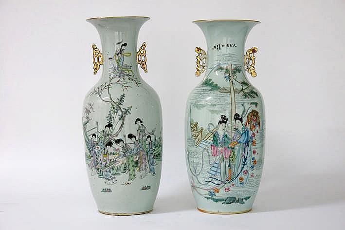 Lot van 2 Chinese vazen in porselein met een polychroom figurendecor - hoogtes : 58 en 56 5 cm