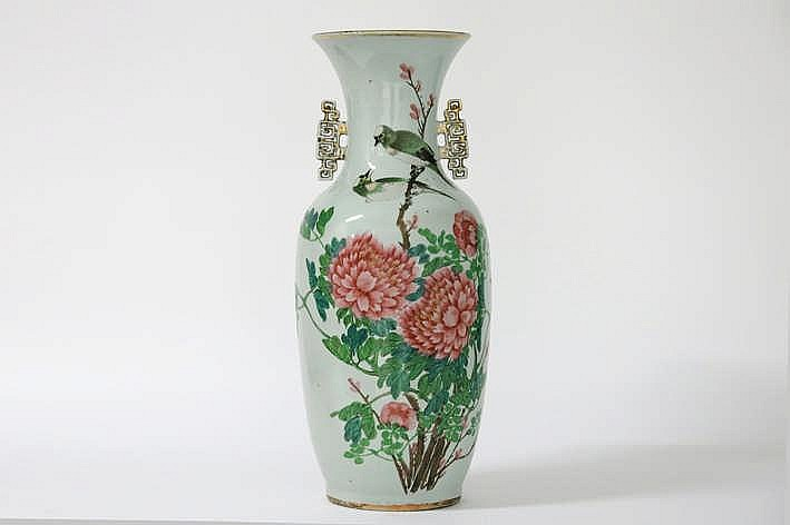 Chinese vaas in porselein met een polychroom vogel- en bloemendecor - hoogte : 58 cm