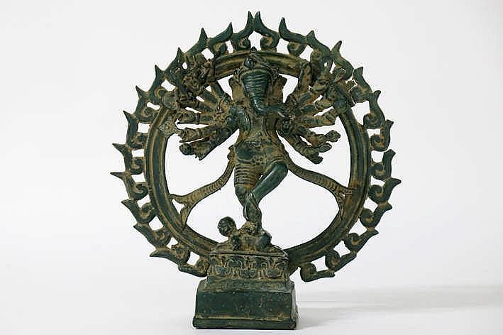 INDIA - 19°/20° EEUW hindoeïstische sculptuur in brons met groene patine :
