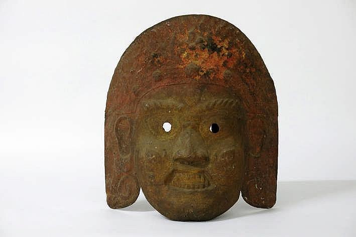 Vrij uitzonderlijk oud Nepalees masker in metaal met restanten van de originele polychromie met goud en pigmenten :
