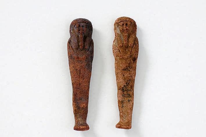 OUD-EGYPTE - XXVI ste dynastie (ca 664 - 525 BC) twee zeldzame grafvondsten/sculpturen in was zgn 'ushabti' met de naam