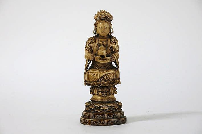 Chinese sculptuur in gepatineerde ivoor met een boeddhistische voorstelling :