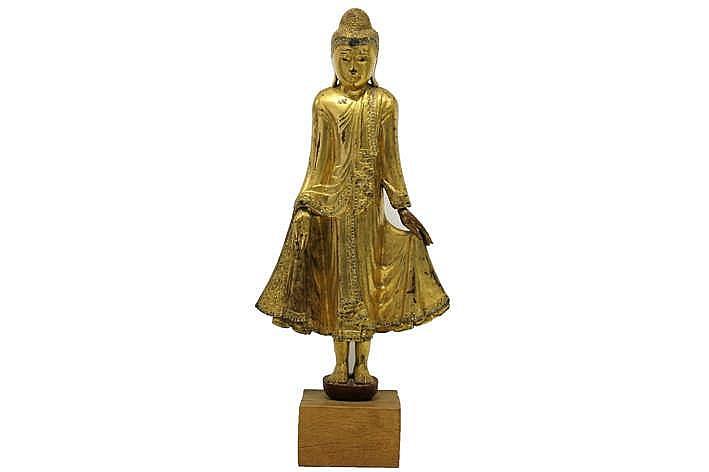 20°eeuwse Thaisse sculptuur in gedoreerd hout met glasinleg :