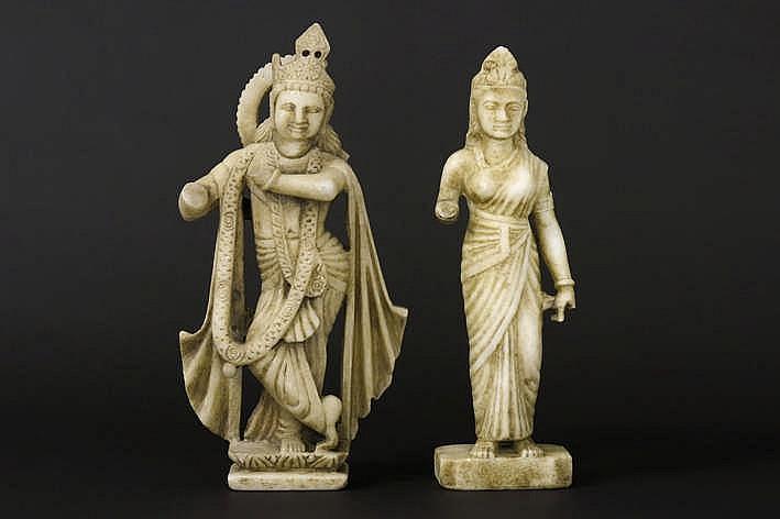 NOORD-INDIA - 18°/19° EEUW twee sculpturen in marmer :
