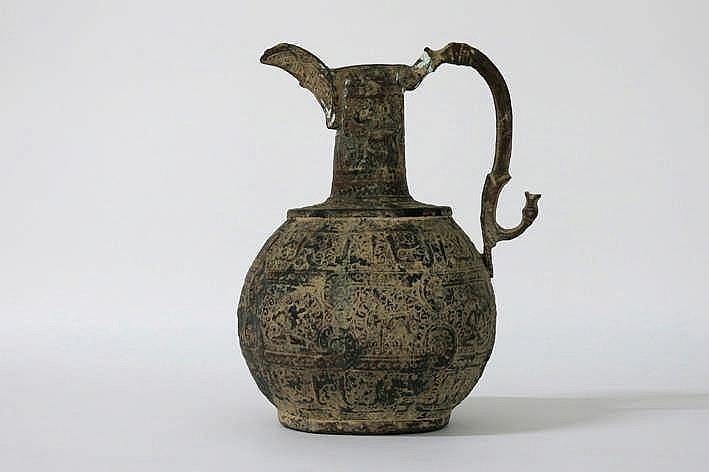Antieke Perzische kruik met greep met reliëfdecor - hoogte : 26 cm