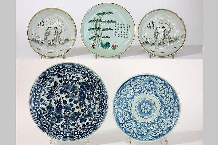 Lot (5) Chinees en Japans porselein met borden en schalen
