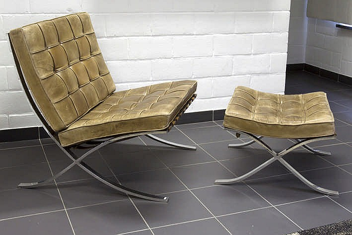 Sixties 39 set of a 39 barcelona 39 chair and ottoman in chromed s - Rechthoekige lederen pouf ...