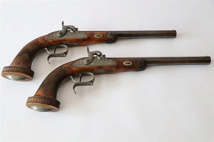 Coffret de pistolets de salon percussion platines marqu e for Pistolet de salon