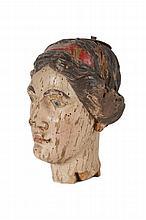 Anonyme  Tête de Femme (Madone).  Bois sculpté et polychrome.  Italie, XVIème siècle.  H. : 30 cm.