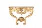 Console Louis XV légèrement galbée en bois sculpté, mouluré et doré posant sur deux pieds réunis par une entretoise sommée d'un vase de fleurs et d'une coquille. La ceinture ajourée de branches fleuries et d'un bouquet de roses, au centre un noeud de