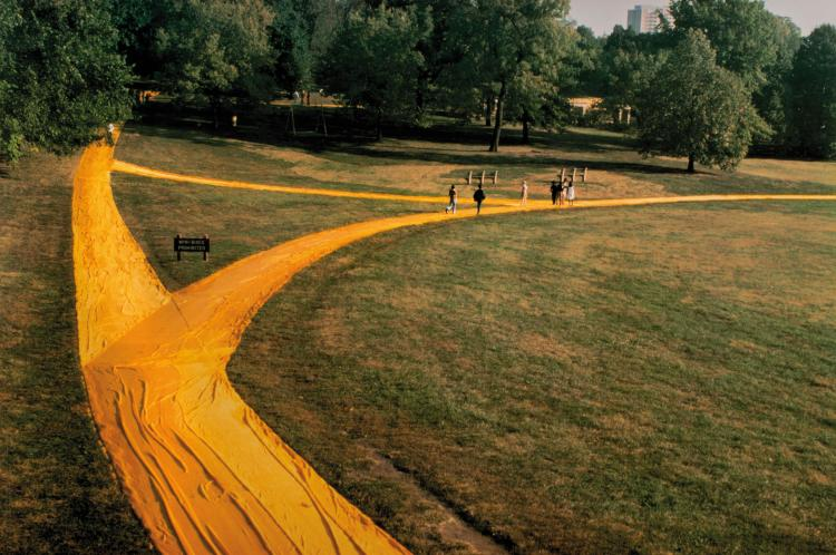 CHRISTO ET JEANNE-CLAUDE (USA/1935 // 1935-2009)  Wrapped Walk Ways, Loose Park, Kansas City, Missouri 1977-78, 1991