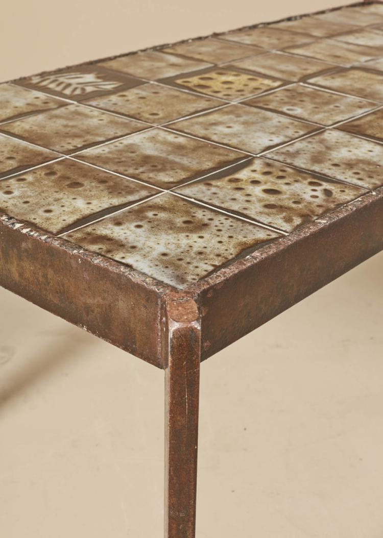 mado jolain n e en 1921 table basse m tal et c ramique. Black Bedroom Furniture Sets. Home Design Ideas