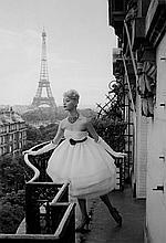 CHRISTIAN LEMAIRE  Plaza Athenée, le mannequin et la Tour Eiffel.