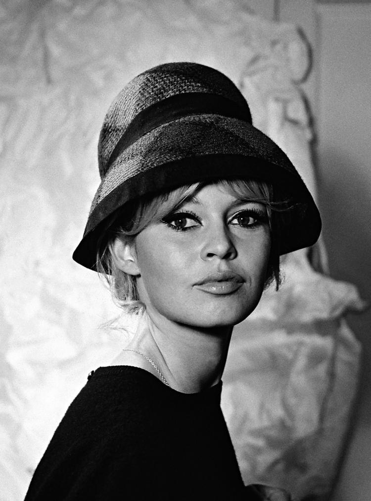 Jean Barthet Brigitte Bardot Tirage argentique contrecollé sur aluminium format 122 x 90 cm signé .Tampon Jean Barthet , Galerie Grace Radziwill