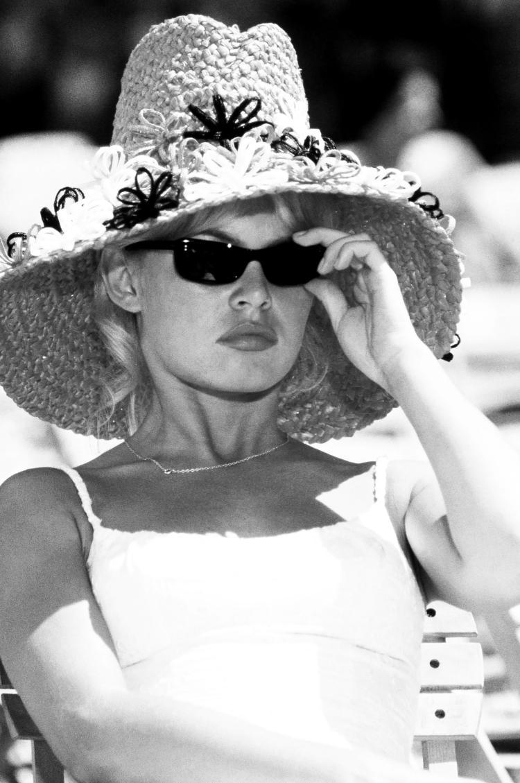 Patrick Morin   Brigitte Bardot chapeau Barthet