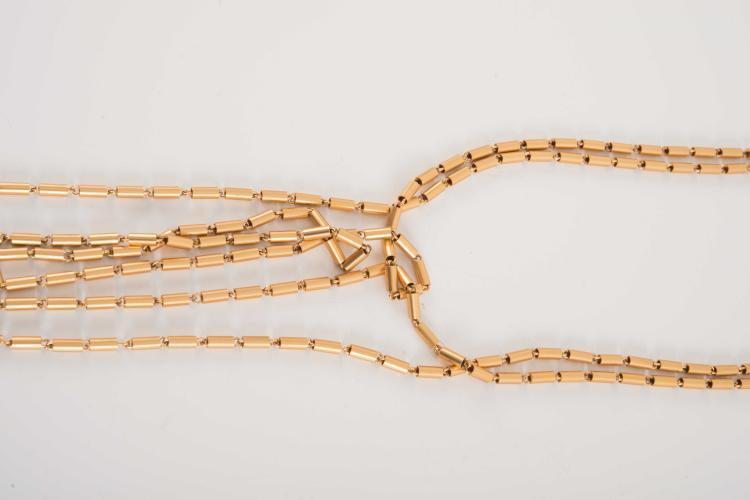 Jean-Louis SCHERRER  Spectaculaire collier en metal doré mat.