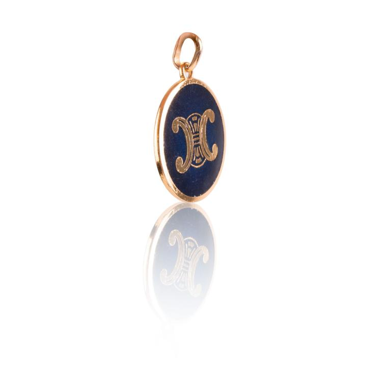 CELINE Important pendentif en métal doré