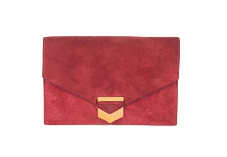 HERMESPochette enveloppe « Pan » en veau velours framboise, fermoir Art Déco en métal doré. Bon état. Dustbag et boîte.
