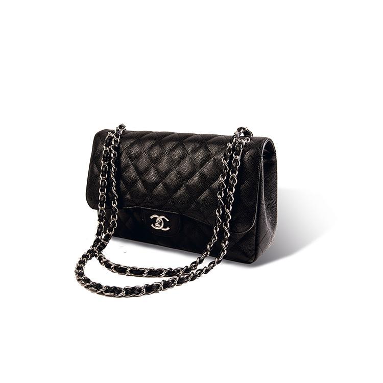 CHANEL  Sac «Mademoiselle» en cuir caviar noir.