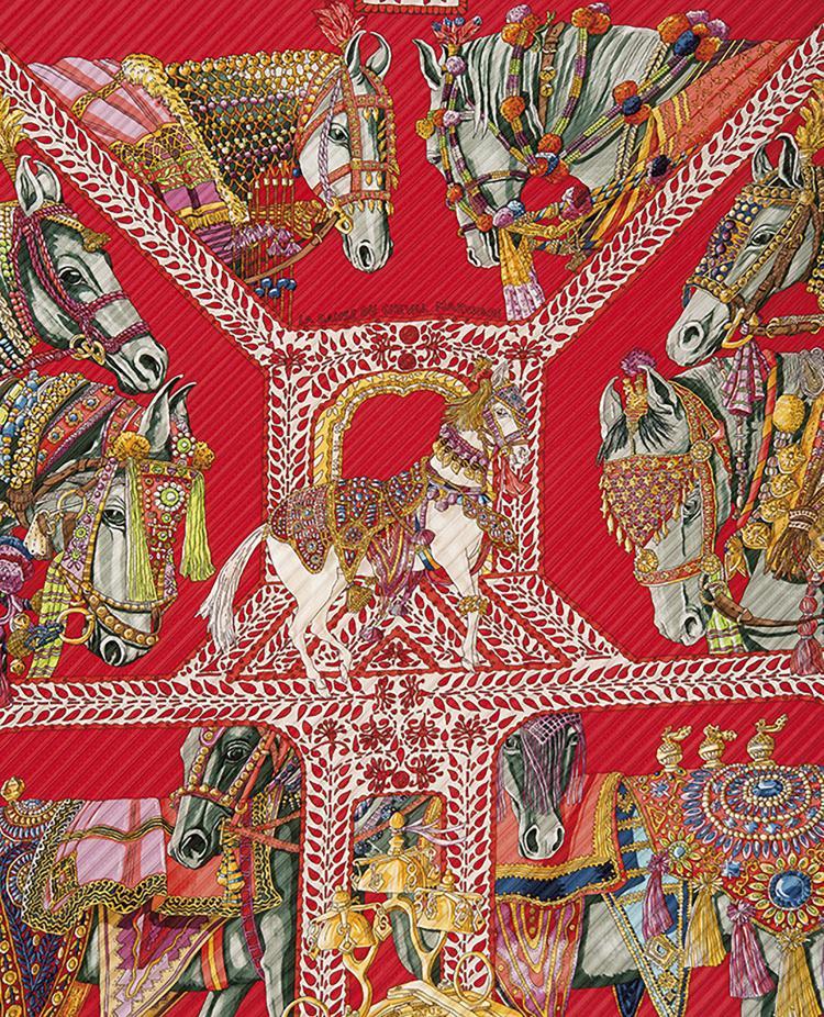 HERMES PARIS  Foulard plissé en soie à décor de chevaux.