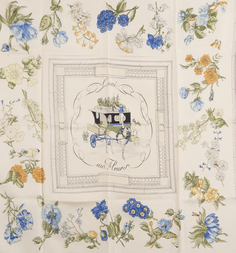 HERMES PARIS Carré en soie imprimée, titré