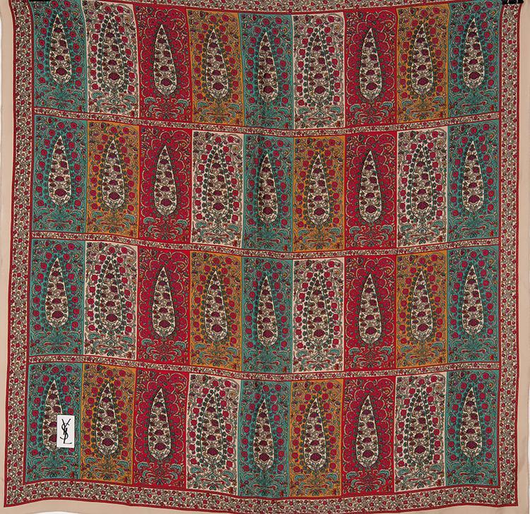 YVES SAINT LAURENT  Carré en soie imprimée à décor de palmettes rouge, verte et jaune.
