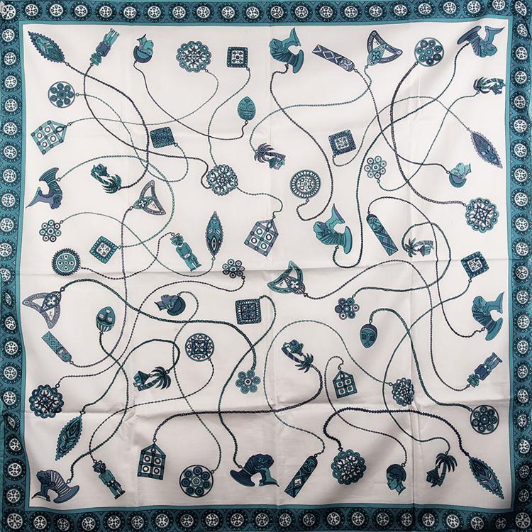 EMILIO PUCCI  Carré en coton turquoise et blanc.