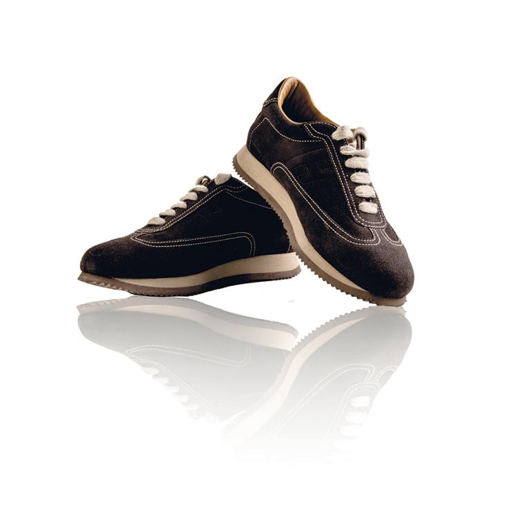 HERMES PARIS Sneackers en veau velours chocolat.