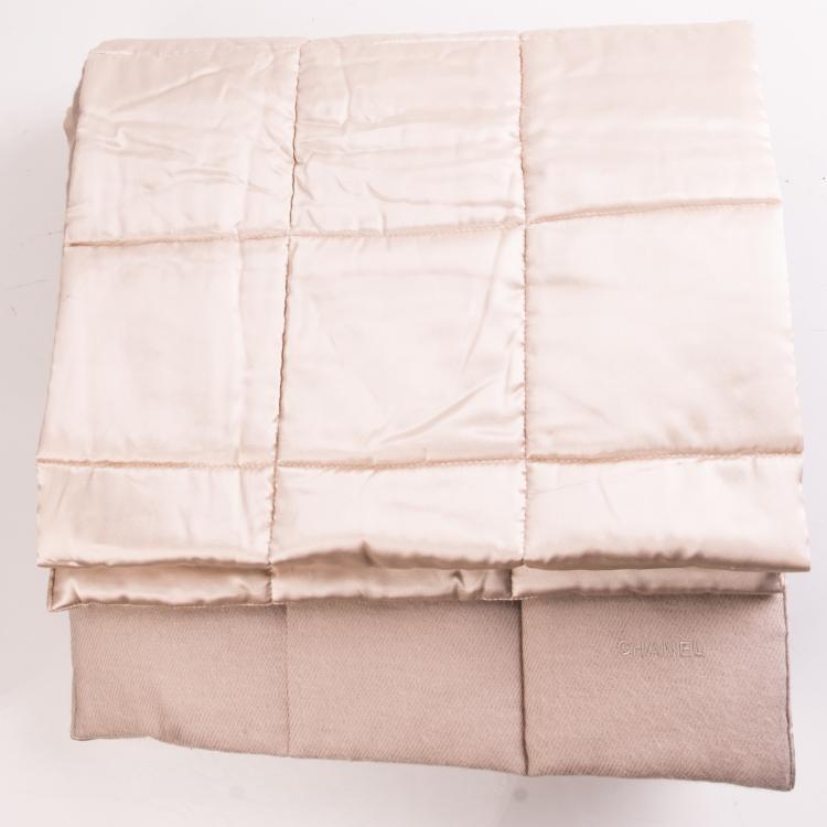 CHANEL   Belle étole ivoire en soie et cachemire reversible.