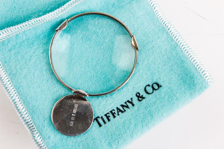 TIFFANY & CO  Loupe de poche en argent.