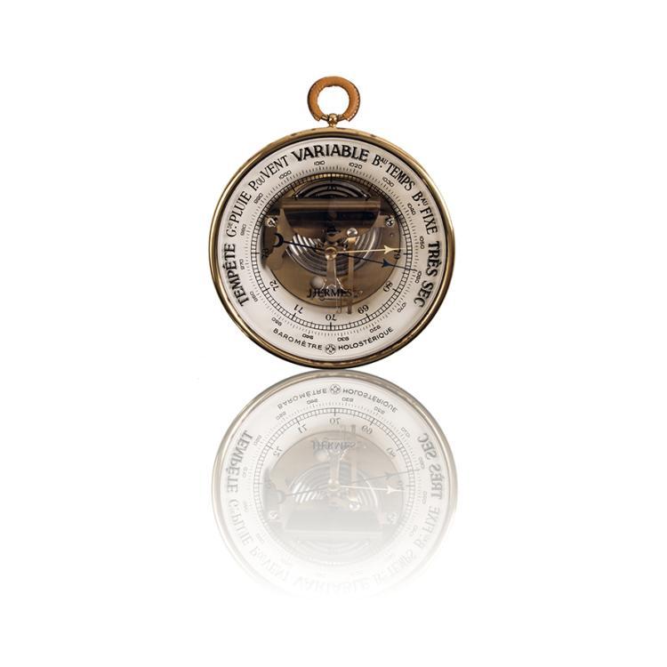 HERMES Baromètre holostérique en métal doré et cuir gold.