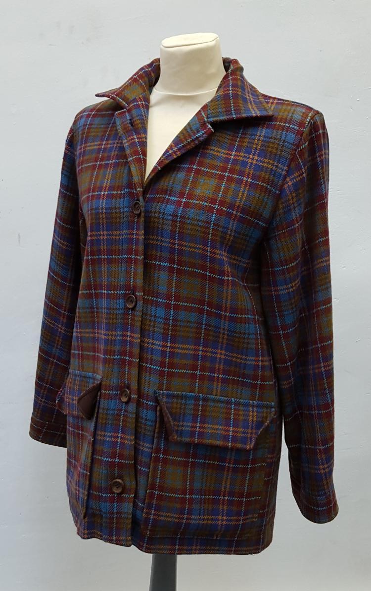 YVES SAINT LAURENT Rive Gauche  Veste en laine écossaise turquoise et prune, boutonnée, deux poches.